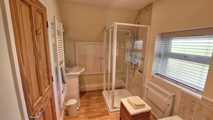 Belview Cottage Dorset - bathroom with shower