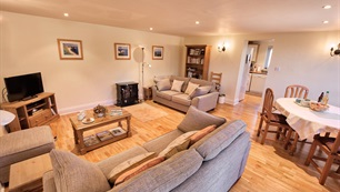 Belview Cottage Dorset - spacious living room